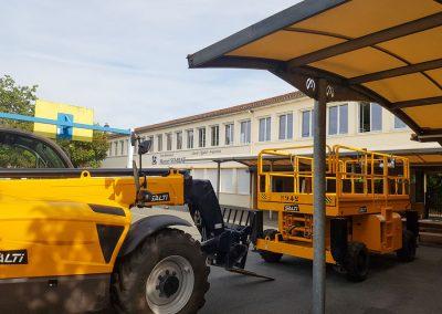engins de chantier stationné dans la cour de l'école Sembat, pour préparer les travaux des projets de Bègles